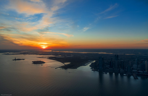 nyc manhattan sunset atardecer landscape paisaje skyscrapers cityscape ciudad city nikon d850 ricardocarmonafdez ricardojcf low light high luces lights dusk new york observatorio observatory oneworldtradecenter cielo sky nubes clouds color blue contraste