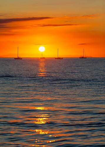 california santabarbara unitedstatesofamerica ocean morning sun vertical sunrise boats nopeople pacificocean canonef2470mmf28lusm canoneos5dmarkiv outdoors