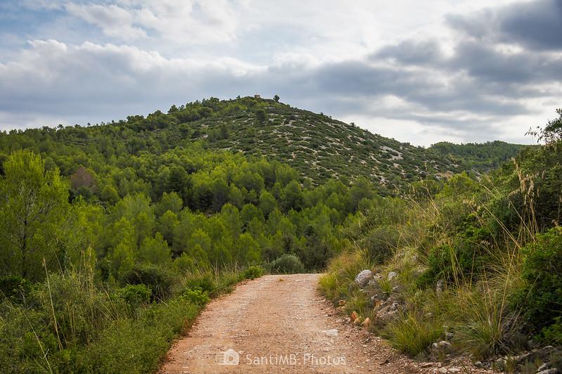El Puig Molí con la torre del Castell Vell d'Olivella o Molí del Rector