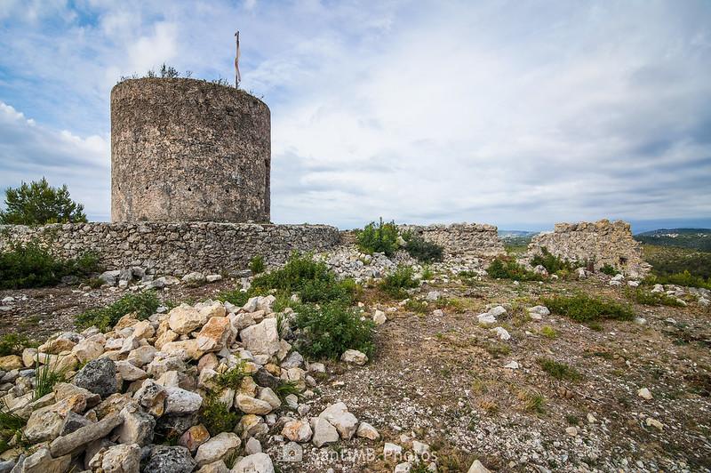 Molí del Rector desde las excavaciones del Castell Vell d'Olivella