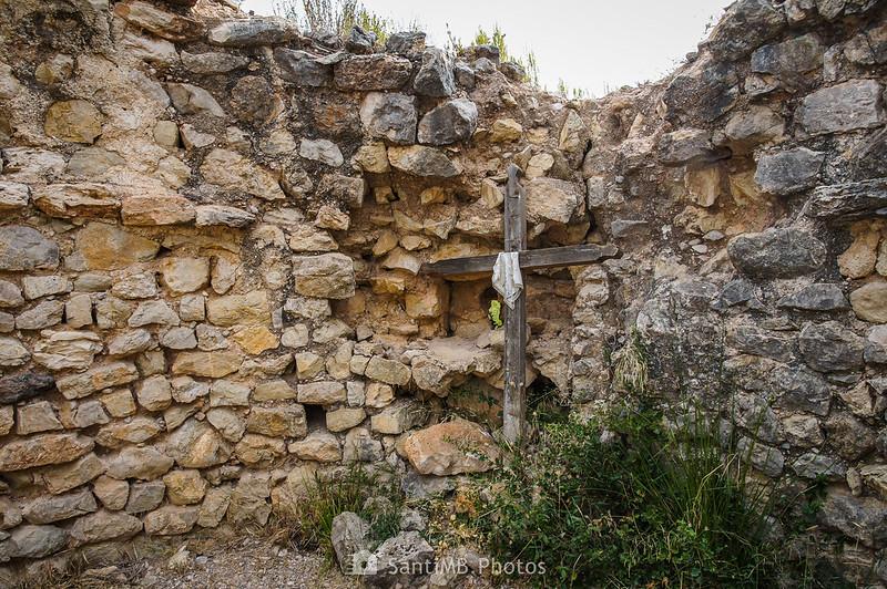 Cruz en el interior de Sant Pere de Castellvell