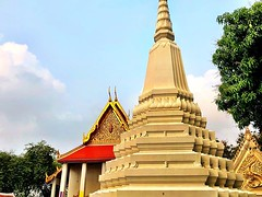 We walked by so many temples today! #bangkok #urbanhike #temple