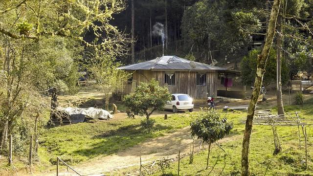 Casinha Rural (série com 2 fotos)
