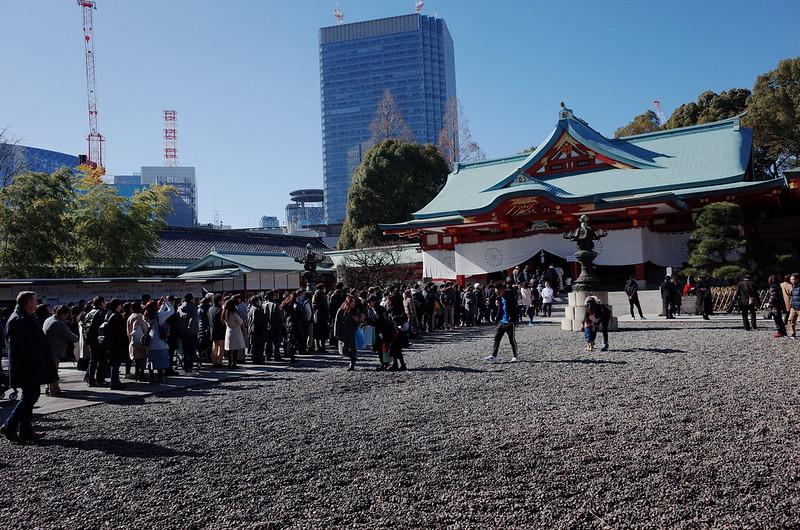 永田町二丁目日枝神社本殿の参拝客