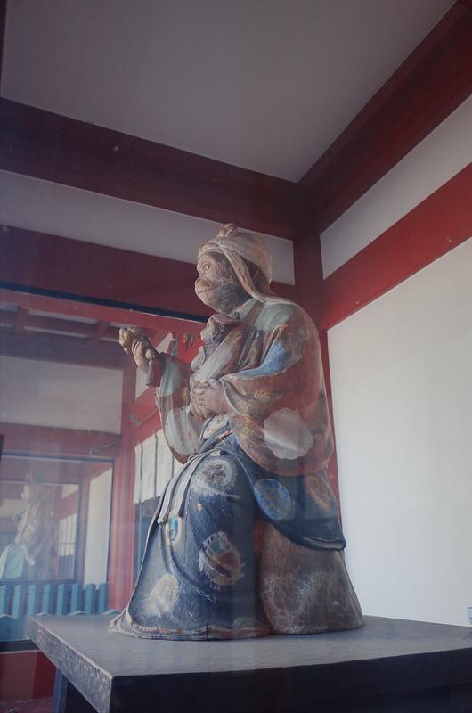 永田町二丁目日枝神社本殿神門雌猿