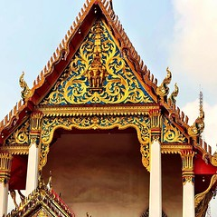 I will never get tired of Thai #temple facades #bangkok #urbanhike