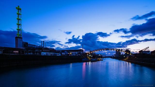 Am Duisburger Aussenhafen / At the Port of Duisburg