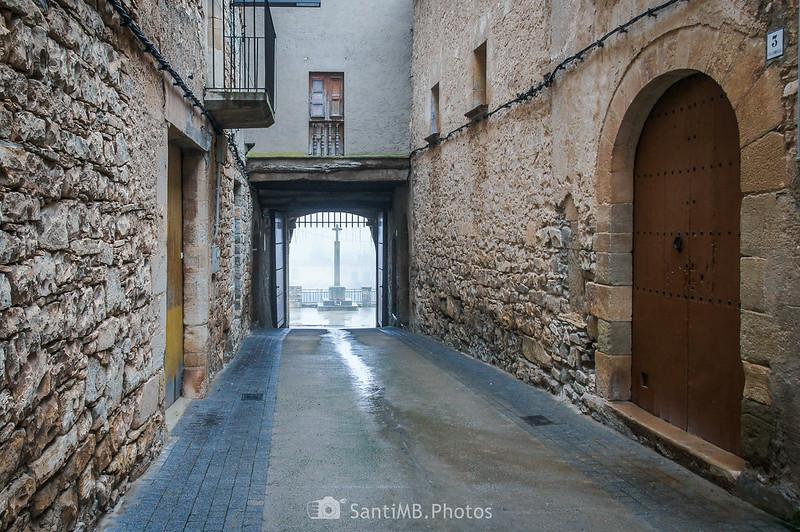Portal de Mas de Bondia desde la calle principal