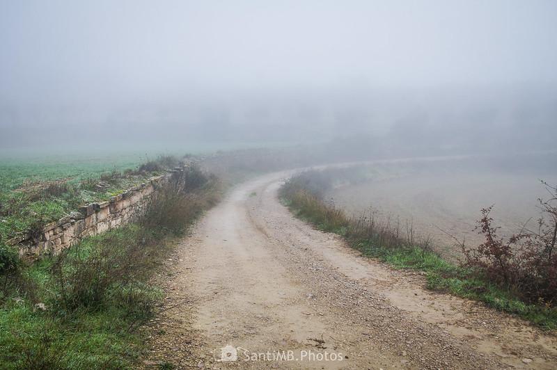 Niebla en el camino de Mas de Bondia a Guimerà