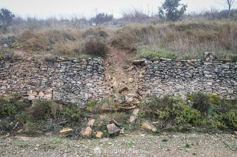 Muro de contención en el camino a Mas de Bondia