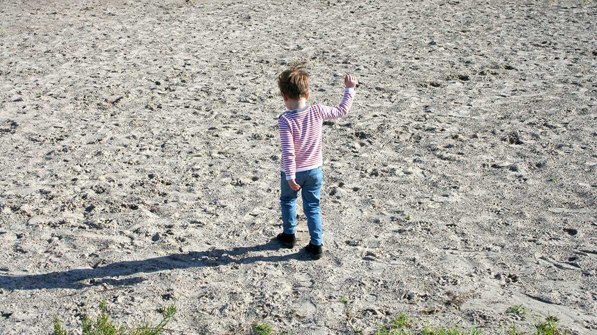 Jugando en la playa de Pinedo con niños