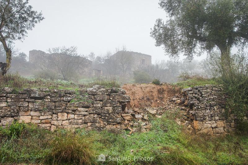 Casa abandonada junto al camino de Mas de Bondia a Guimerà