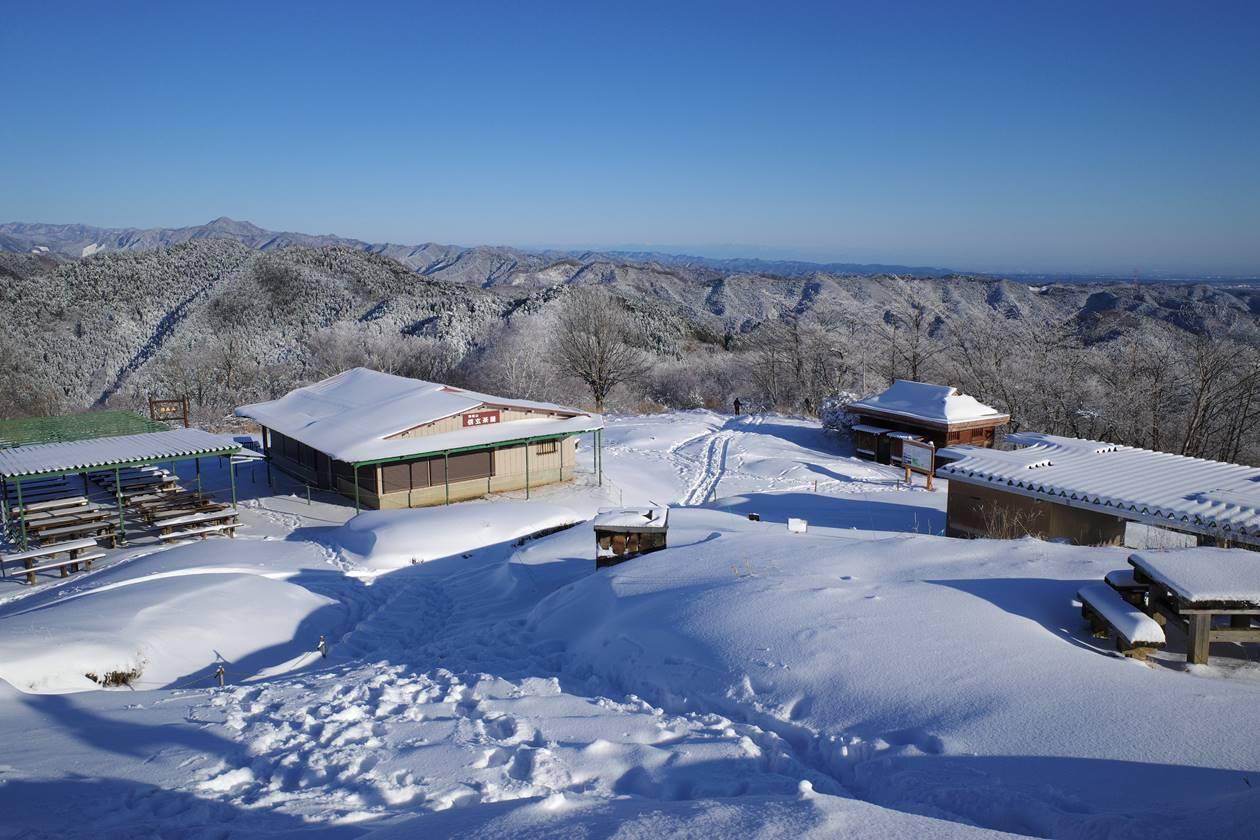 冬の陣馬山山頂 雪山登山