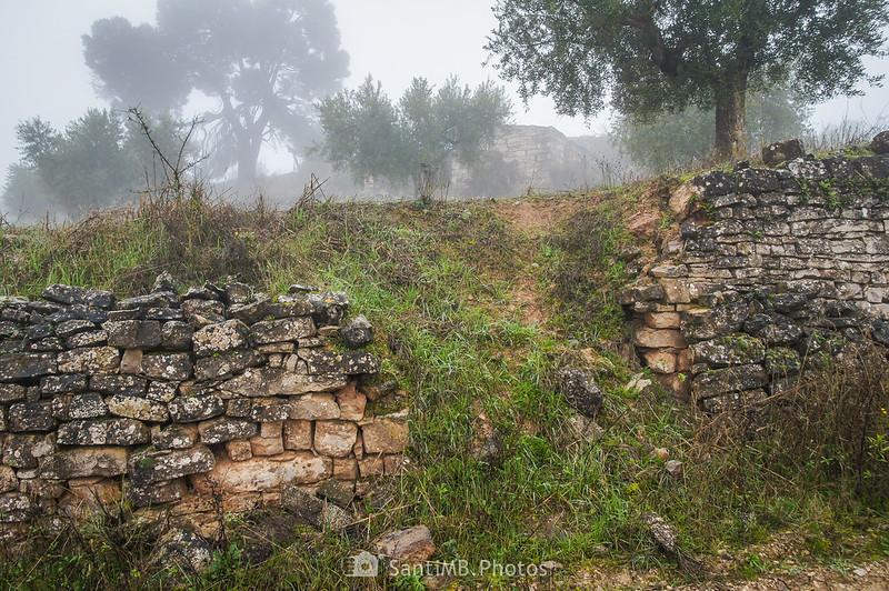 Cabaña de piedra junto al camino de Mas de Bondia a Guimerà