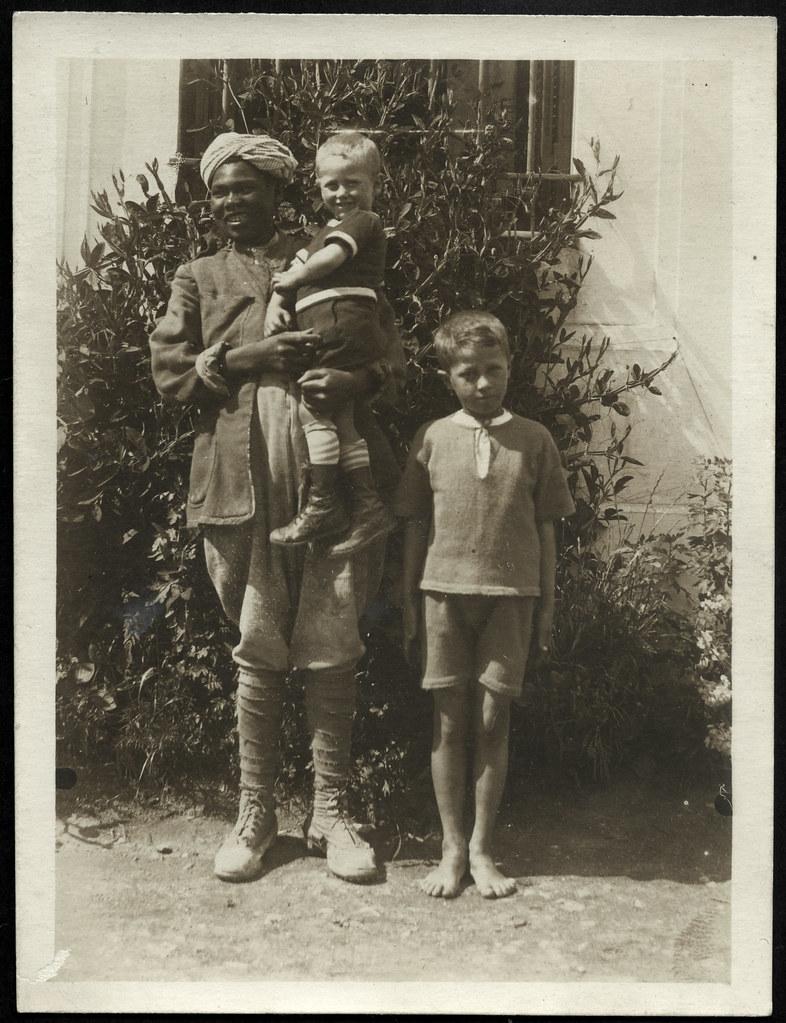 ArchivV30 Ghafour mit den Kindern, Tunis, 29. August, 1921