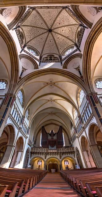 Im Innern der Herz-Jesu-Kirche in Koblenz