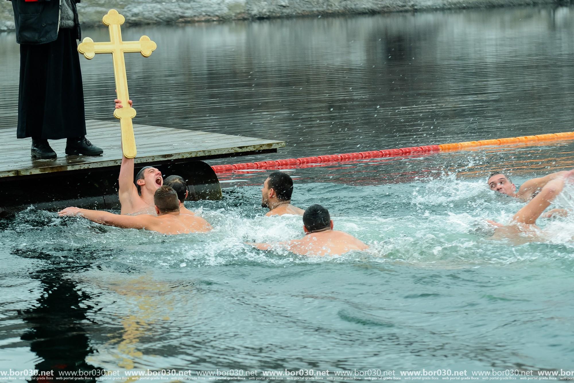 Plivanje za Častan krst 2020