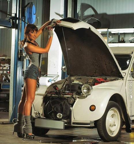 Citroen 2CV Girls & Cars Photo