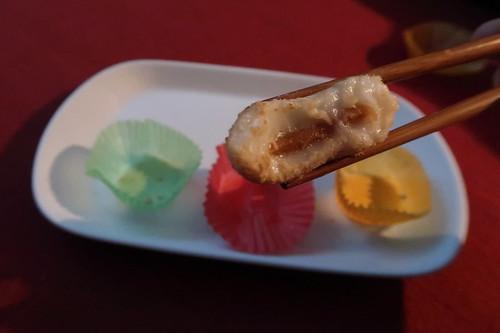 Klebreis-Kuchen mit Erdnussfüllung  (angebissen)