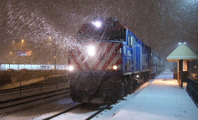Metra UP-NW arrives at Irving Park, Chicago