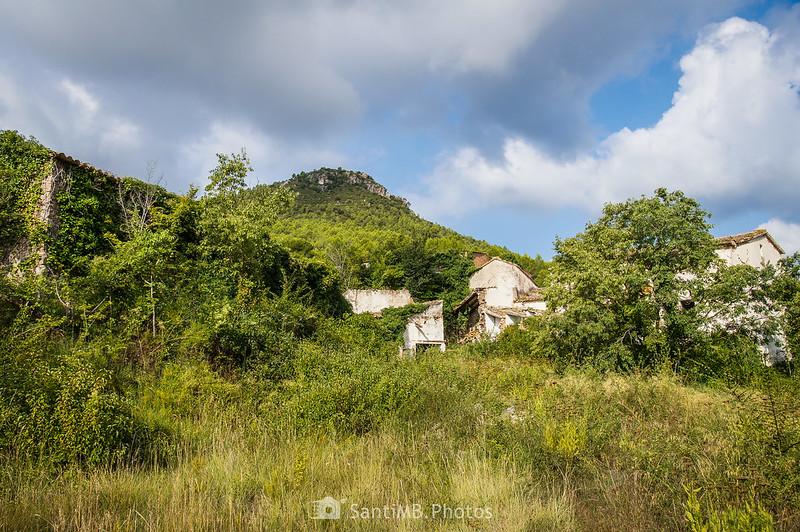 Ruinas de Les Valls bajo el Tossal de Foix
