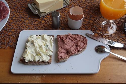 Porree-Frischkäse und Leberwurst auf Majanne-Brot