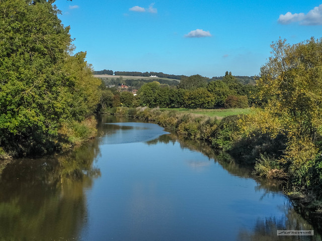 Yalding, Kent. A view northward of the River Medway from the medieval Twyford Bridge.