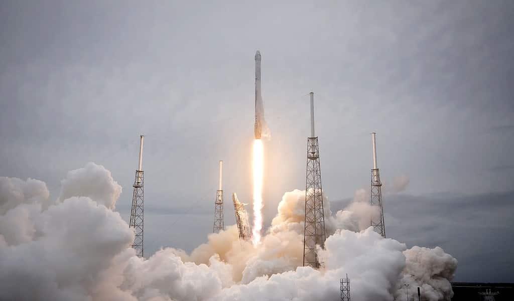 Crew Dragon : SpaceX détruit une fusée lors d'un test