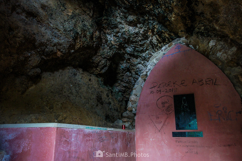 Interior de la cueva de la Mare de Déu de Foix