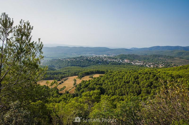 Can Coral desde el aparcamiento del Santuari de Foix