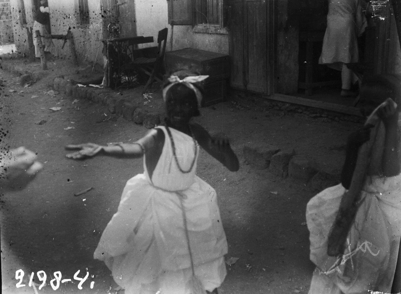 19. Джибути.  Девочка-сомалийка в нарядном костюме во время праздника