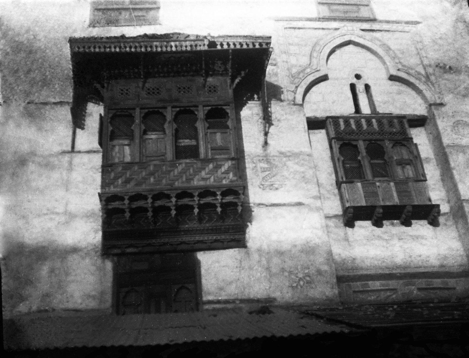 10. Эритрея. Окно старинной работы в Массауа — копия