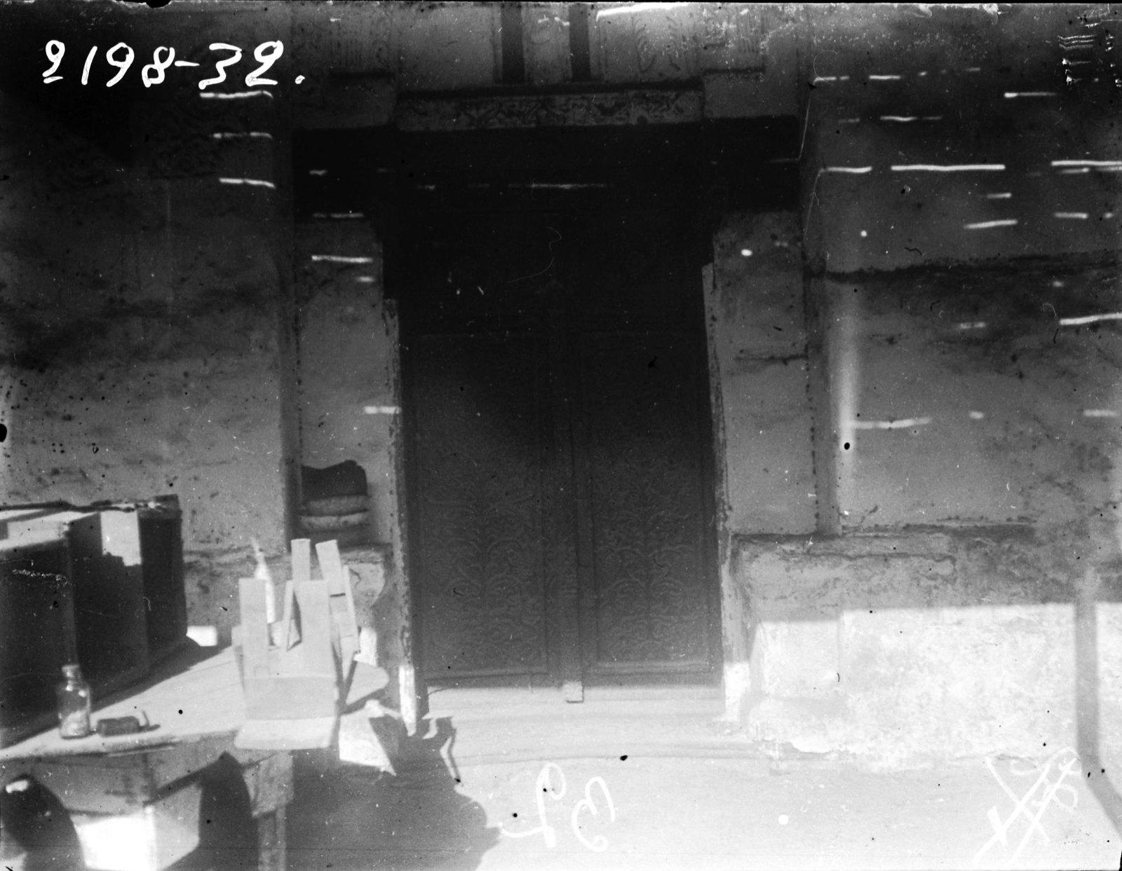 08. Эритрея. Общий вид резной двери дома в Массауа