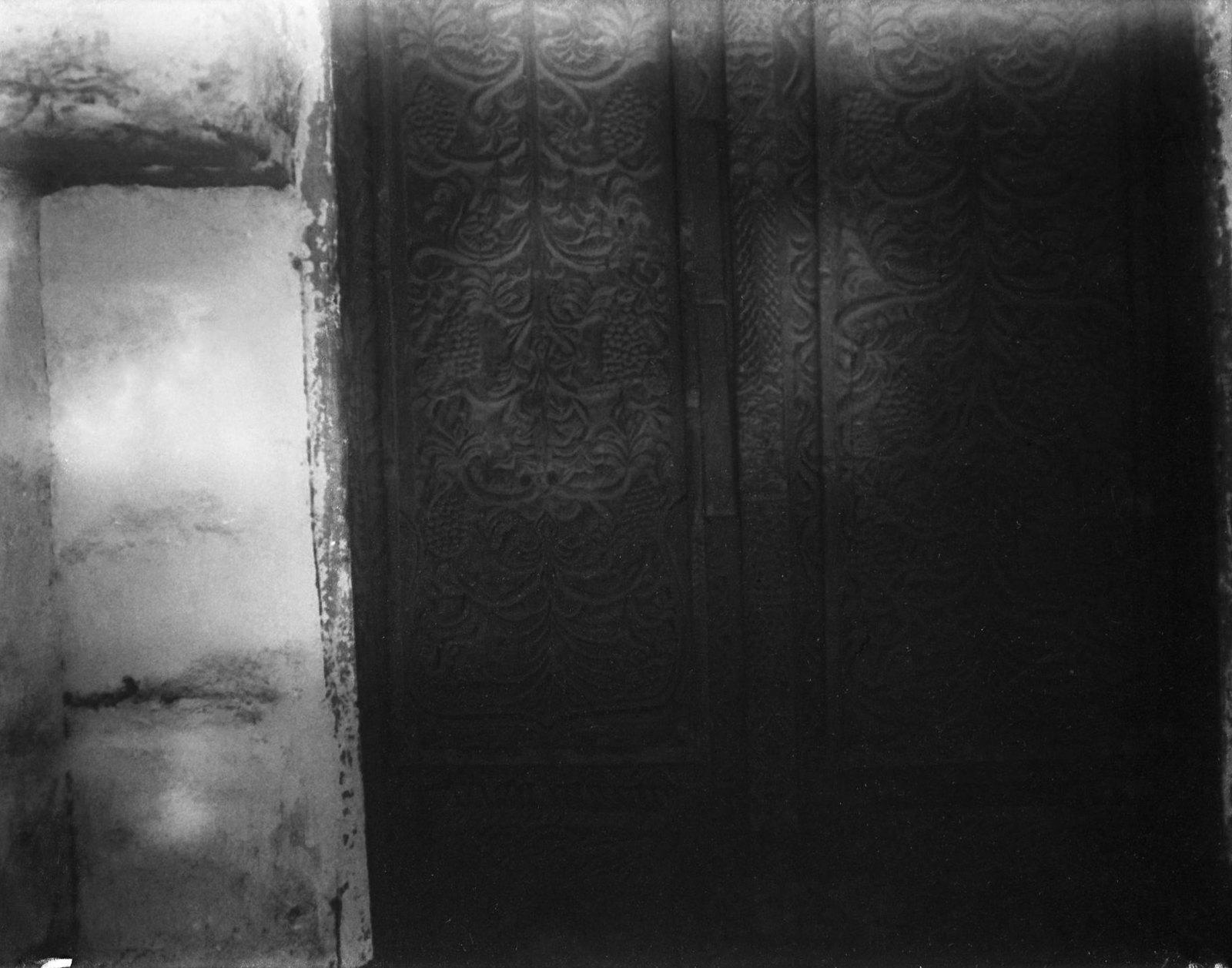 09. Эритрея. Рисунок двери дома старинной работы в Массауа