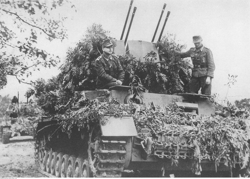 "historycultureeducation: Camouflaged FlakPanzer IV ""Wirbelwinds"" in Betrieb 1944 [3500x2498] Quelle: https://ift.tt/3ak0wSO"