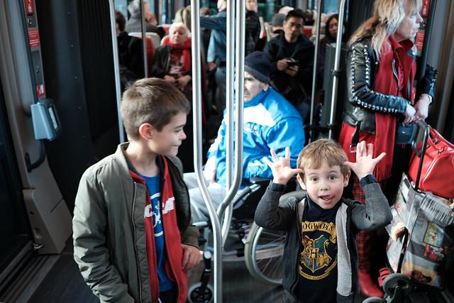 Édouard et Jules dans le tram