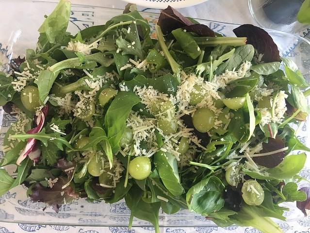 Mixed-salad with green grapes