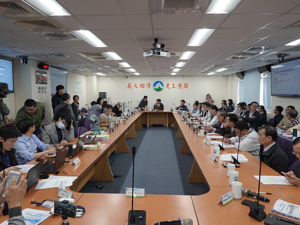 環保署今(20日)進行台中電廠新建兩部燃氣機組環評案。孫文臨攝