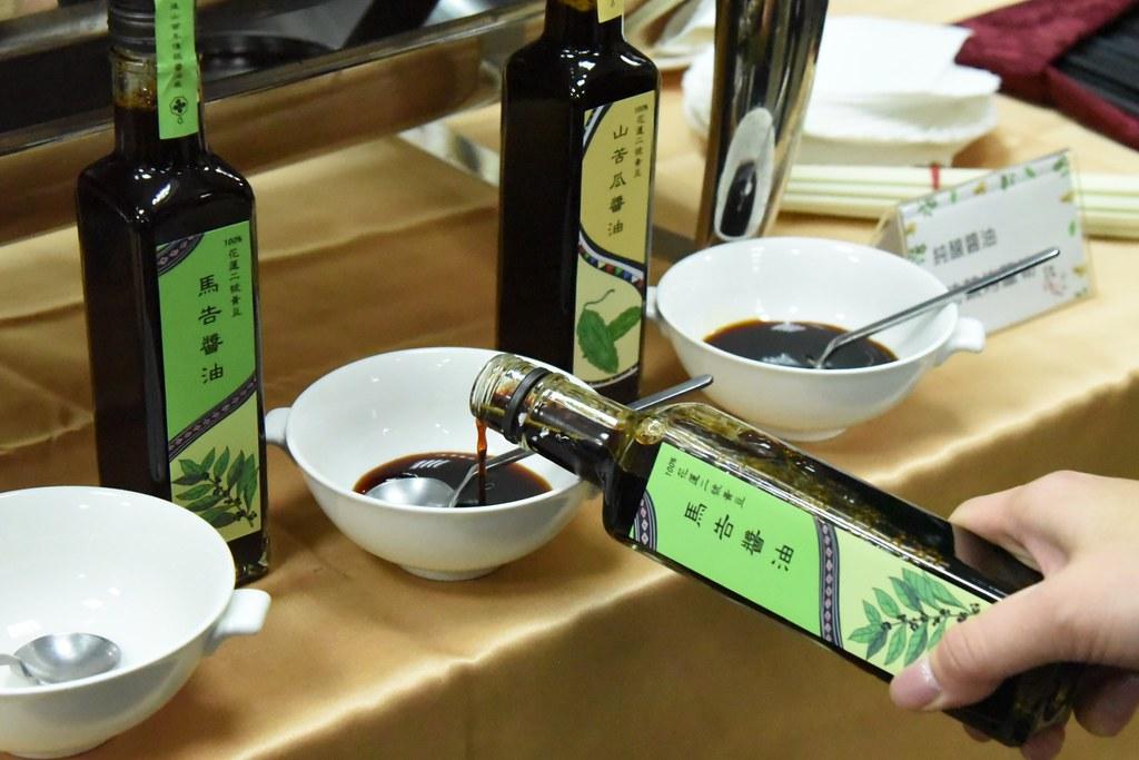 花蓮區農業改良場結合新味醬油,以國產有機大豆及原鄉特色作物推出純釀及特色醬油,為醬油增添南島味。圖片來源:花蓮農改場