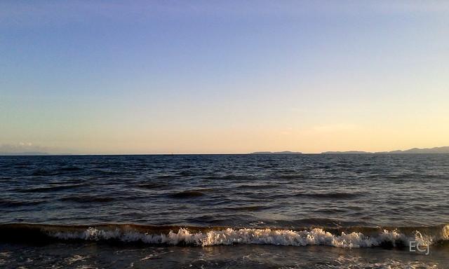 El mar en Puntarenas hacia la boca del Golfo de Nicoya/ The sea at Puntarenas, looking towards the mouth of the Nicoya gulf