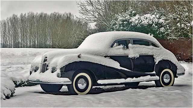 BMW oldtimer under a white coat
