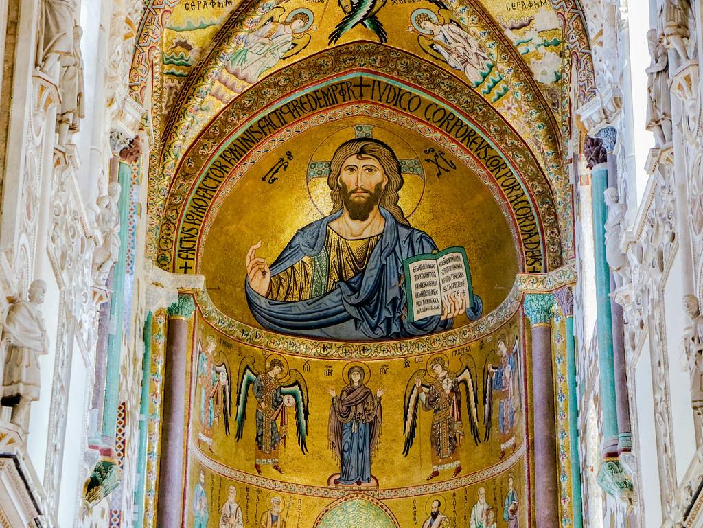 Interior de la Catedral de Cefalu en Sicilia