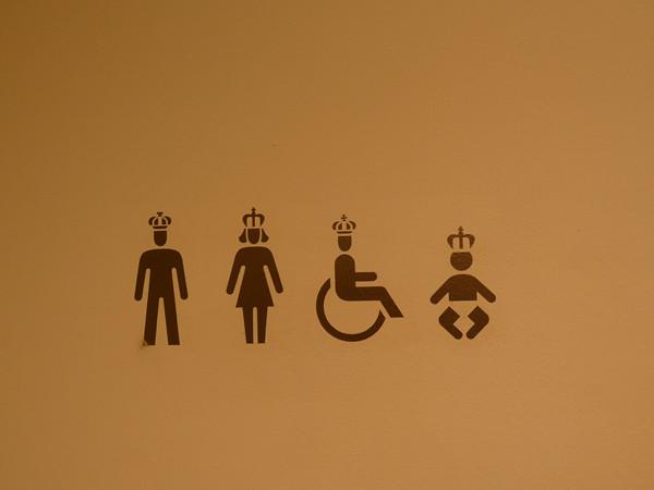 toilettes couronnées