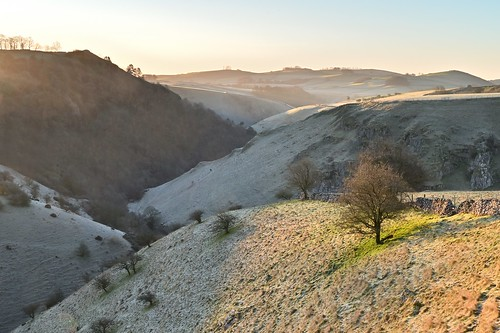 biggindale sunrise peaselandrocks peakdistrict peakdistrictnationalpark walkinginderbyshire derbyshirestaffordshireborder whitepeak derbyshire derbyshiredales riverdove limestone moatlow