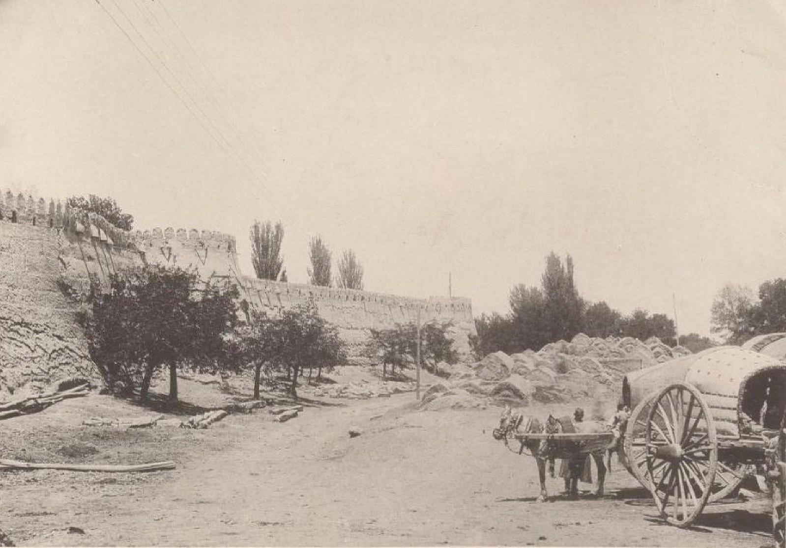 06. Бухара. У ворот Дерваз-Мезар 20 мая 1898 года