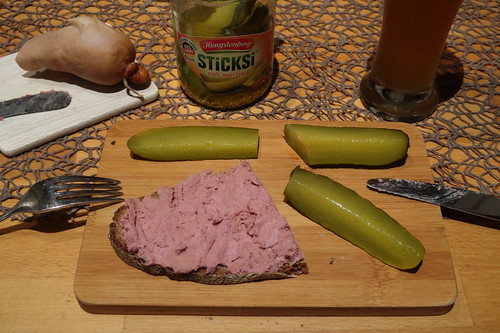 Gurkensticks zu Leberwurst auf Majanne-Brot