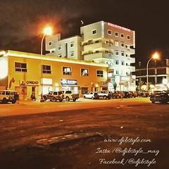 Djib by Night #7 Sur la route de Gabode se dresse un bâtiment somptueux qui redonne vie à tout un quartier !!! . . . #travelphotography #travel #Djibouti #nightlife #Night #whereisthisplace #Eastafrica #Africa #Djibstyle_mag #Ballade #routedelaeroport