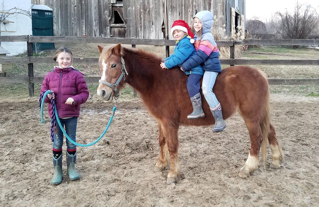 2019-12-21 (1) Patrick & Nicole's kids - Caroline - Michael  - Emily