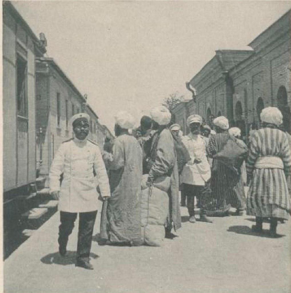 02. На платформе вокзала в Асхабаде 18 мая 1898 года