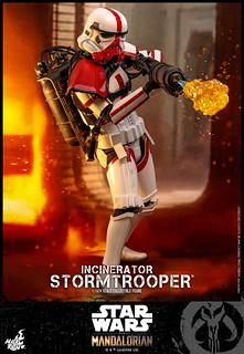 以強大的火力壓制敵人! Hot Toys - TMS012 -《曼達洛人》焚燒風暴兵 Incinerator Stormtrooper 1/6 比例人偶